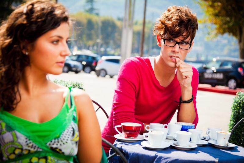 Schüchternheit überwinden - 10 Top-Tipps vom Beziehungsexperten